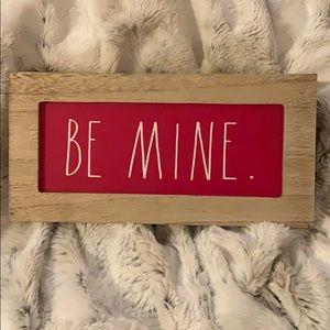 """Rae Dunn """"BE MINE"""" Wood Sign"""